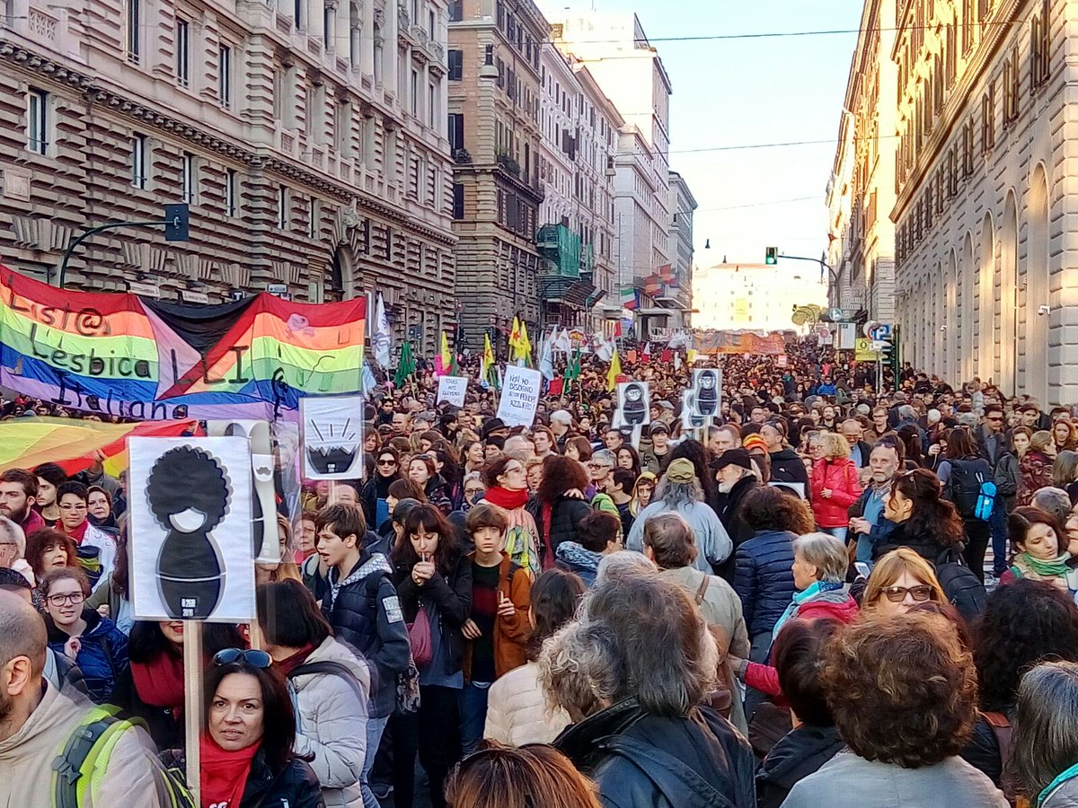 In 100mila a Roma alla manifestazione contro la violenza sulle donne