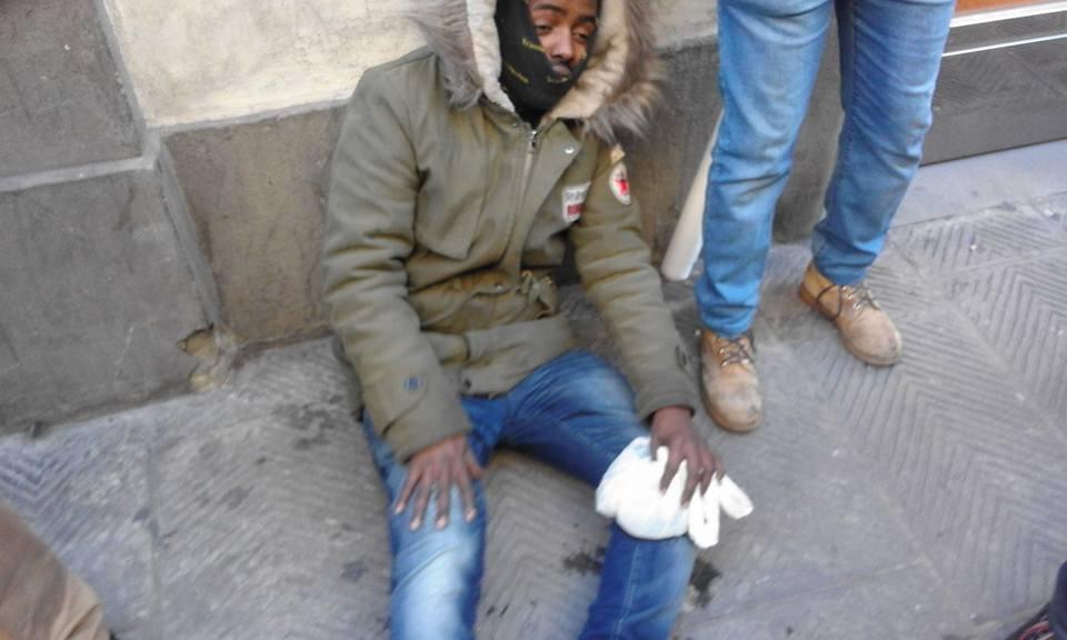 Migranti tentano di entrare in prefettura a Firenze. Tensione con la polizia