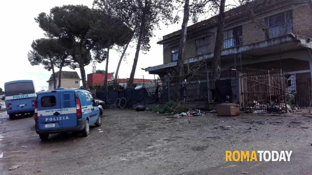 ROMA, VIA DI VANNINA: SGOMBERATI A FORZA CENTO MIGRANTI IN ATTESA ...